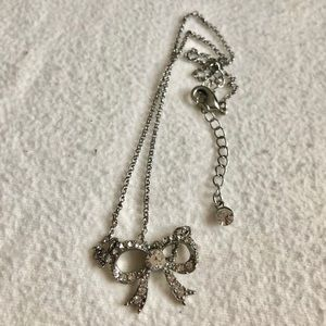 Accessories - Silver rhinestone bow necklace!